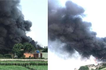 Cháy lớn nhà xưởng, khói đen kín đặc ngoại ô Sài Gòn nhiều giờ liền