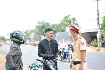 Thanh niên trốn cách ly, cướp ô tô, tông xe, đánh CSGT ở Kon Tum bị bắt
