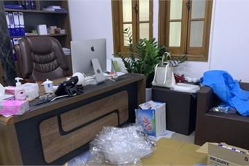 Phá vụ buôn bán hàng nghìn trang phục, thiết bị giả chống dịch Covid-19