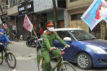 Công an Hà Nội đạp xe, mở 'Ghen Cô Vy' tuyên truyền chống dịch gây sốt cộng đồng mạng