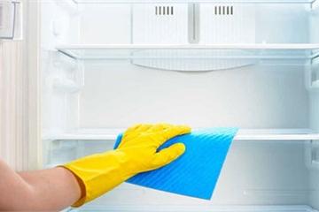 Rút phích điện trước khi vệ sinh tủ lạnh