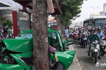 """TP.HCM: Sau gây tai nạn liên hoàn, xe taxi """"dính chặt"""" vào gốc cây"""