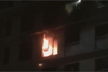 TP.HCM: Cháy chung cư The Era Town lúc nửa đêm, cư dân hoảng loạn tháo chạy