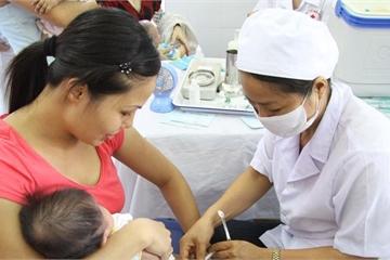 TPHCM: Nhân viên y tế còn e dè khi tư vấn vắc xin ComBE Five cho phụ huynh