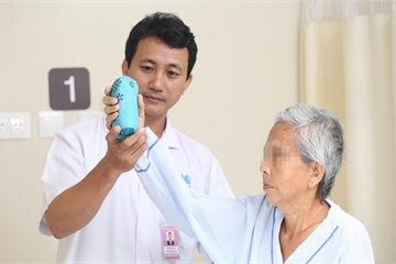Nhiễm trùng toàn thân vì chích thuốc trị đau khớp
