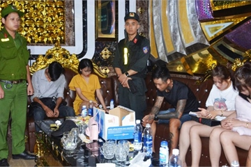 """Quảng Nam: Đội kích quán karaoke, phát hiện hơn 30 đối tượng """"phê"""" ma túy"""