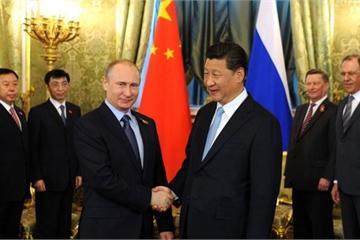 """Nguy cơ đằng sau """"cái bắt tay ngày càng chặt"""" giữa Nga và Trung đối với Mỹ?"""