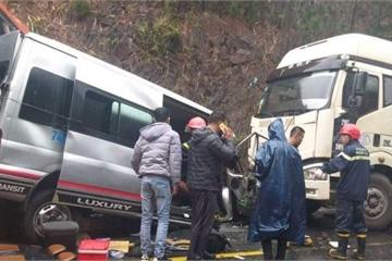 Huế: Tai nạn kinh hoàng giữa 2 xe khách và đầu kéo, 7 người thương vong