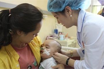 Quảng Ninh: Ngã từ tầng 2 xuống, bé 11 tháng tuổi chấn thương sọ não
