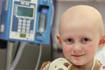 Người lạ tặng 12 tỷ đồng cho bé gái bị ung thư