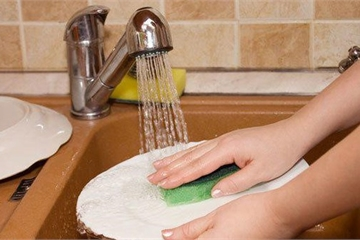 Chồng bị phạt nếu bắt vợ ở nhà rửa bát ngày Tết