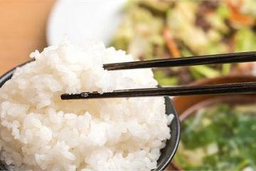 5 lợi ích không ngờ của việc dùng đũa để ăn uống, đặc biệt là điều số 1