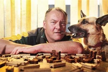 Công việc dị thường: Chuyên viên nếm thức ăn cho chó kiếm tiền tỷ mỗi năm