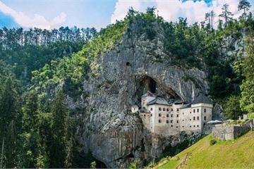 Những bí ẩn trong lâu đài hang động lớn nhất thế giới