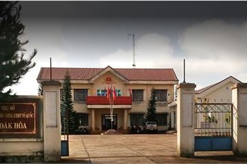 Đắk Nông: Phó ban quân sự xã xách dao tấn công người thi hành công vụ