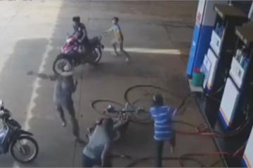 Đắk Lắk: Trưởng công an xã bị đâm 6 nhát tại cây xăng khi đang làm nhiệm vụ