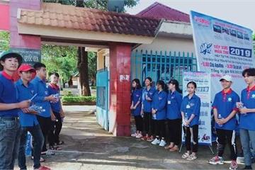 """Những """"đầu bếp"""" đặc biệt phục vụ thí sinh thi ở Đắk Lắk"""