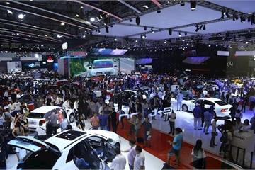Ô tô giảm giá hàng trăm triệu, khách vẫn thờ ơ