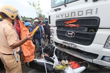 TNGT thảm khốc tại Long An: Container đánh lái qua làn xe máy với vận tốc 45km/h