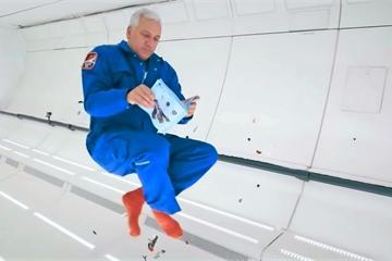 Cựu phi hành gia NASA tham gia chơi... xếp hình