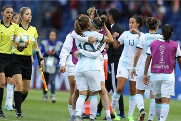 FIFA Women's World Cup 2019: Canada vượt qua Cameroon với tỉ số 1-0
