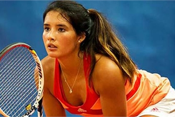 Nữ tay vợt Philippines xinh đẹp 'bốc lửa' hơn cả... Sharapova
