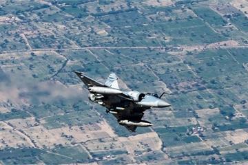 Xâm phạm không phận, thêm máy bay Pakistan bị quân đội Ấn Độ bắn hạ