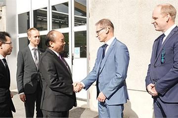 Thủ tướng Nguyễn Xuân Phúc thăm hai nhà máy công nghệ cao ở Thụy Điển