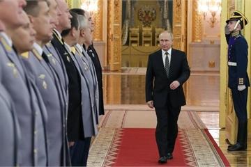 """Tổng thống Putin """"bật mí"""" những vũ khí siêu hiện đại trang bị cho quân đội Nga"""