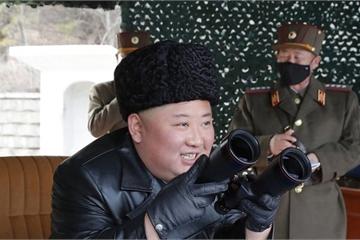 Vừa phóng 2 tên lửa đạn đạo, Chủ tịch Triều Tiên Kim Jong-un lại giám sát tập trận