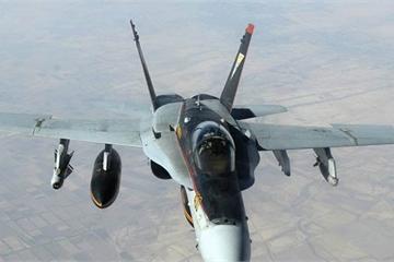 """""""Thót tim"""" chứng kiến giây phút tiêm kích F-18 Mỹ suýt bị Iran bắn hạ"""