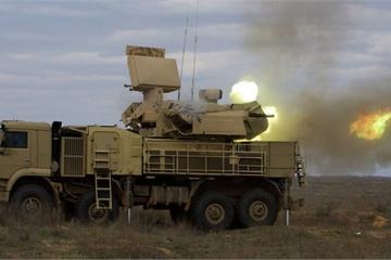 """Cận cảnh hệ thống phòng thủ Pantsir của Nga khai hỏa, diệt mục tiêu """"tưởng tượng"""""""