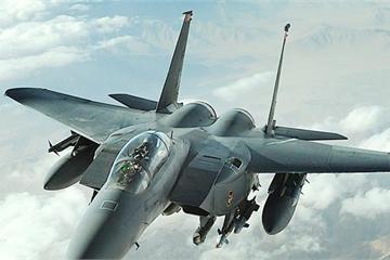 Dàn tiêm kích F-15 Mỹ hỗ trợ tấn công hầm trú ẩn của IS ở Iraq