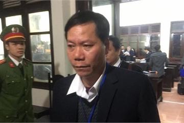 Xét xử vụ chạy thận: Các luật sư bắt đầu gỡ tội cho cựu Giám đốc BVĐK Hòa Bình