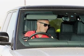 Nicky Butt xuất hiện trở lại sau khi bị bắt vì cáo buộc tấn công vợ cũ