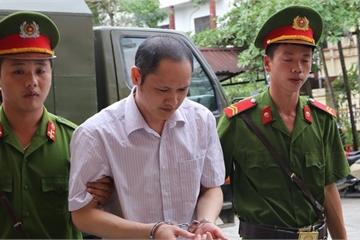 Qua mặt hàng loạt công an, Vũ Trọng Lương đưa hẳn xe tải đến chở bài thi mang đi sửa