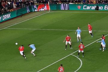 Thắng đậm Man Utd tại Old Trafford, Man City đặt một chân vào Chung kết Carabao