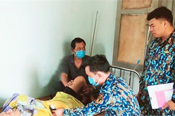 Bệnh xá đảo Sinh Tồn cấp cứu ngư dân bị liệt tứ chi