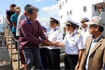 Đưa 33 ngư dân Quảng Nam bị nạn về bờ an toàn