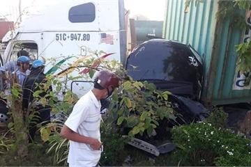 Tây Ninh: Container va chạm với ô tô 4 chỗ, 5 người tử vong
