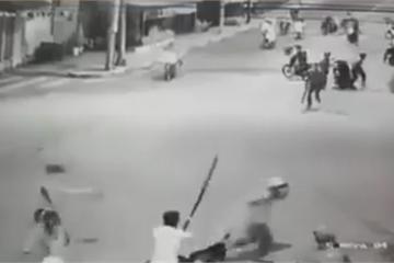 Bắt nhóm thanh niên phá xe máy của lực lượng dân phòng, gây náo loạn đường phố