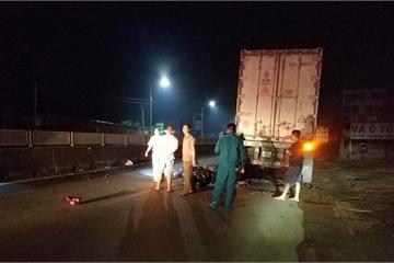 Đồng Nai: Tông vào xe container đậu bên đường, thanh niên tử vong tại chỗ
