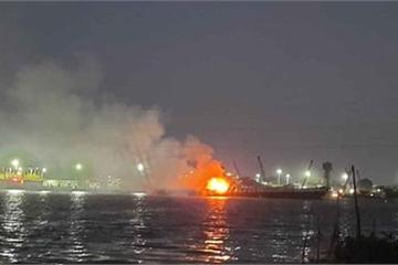 Cháy tàu chở xăng trên sông Đồng Nai, 2 người chết, 1 người mất tích