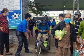 """""""ATM gạo"""" nghĩa tình ngày đầu ở Biên Hòa, 450 người được nhận gạo, trứng"""