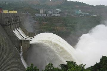 Ế điện gió, thủy điện sông Đà gần mực nước chết, vẫn lo thiếu điện