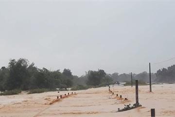 Hà Tĩnh: Mưa lớn dồn dập, lũ lên nhanh, thủy điện Hố Hô bắt đầu xả lũ