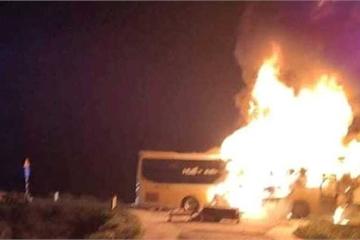 Hà Tĩnh: Xe khách cháy trơ khung, hàng chục hành khách hốt hoảng tháo chạy