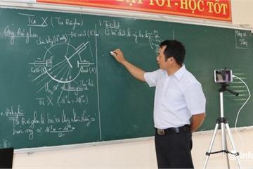 Thầy giáo đầu tiên huyện miền núi Vũ Quang livestream dạy học trực tuyến