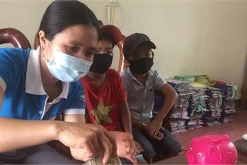 Hà Tĩnh: Cậu học trò lớp 3 ôm lợn tiết kiệm đi ủng hộ phòng chống dịch