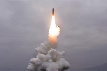 """Tin nổi bật 3/10: Triều Tiên - Mỹ thi nhau thử tên lửa, Philippines """"nổi đóa"""" với TQ"""